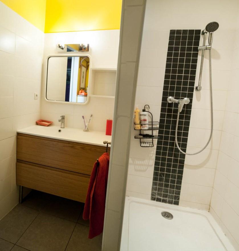 La chambre privative du Garage des Calanques - La salle d'eau partagée